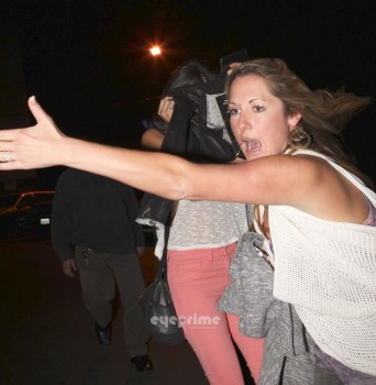 f2f426169557225 Selena Gomez Outside a Mexican Restaurant  1/12/12