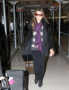 Элизабет Харли, фото 2319. Elizabeth Hurley arriving to Newark Airport in New Jersey, January 23, foto 2319