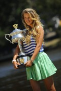 Виктория Азаренко, фото 208. Victoria Azarenka Posing with the Australian Open Trophy along the Yarra River in Melbourne - 29.01.2012, foto 208