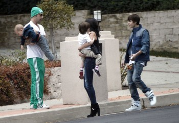 Selena Gomez carrying a baby along with Justin Bieber in Los Angeles 19.2.2012 - x7 HQ