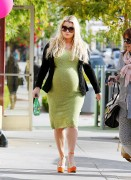 Джессика Симпсон, фото 8896. Jessica Simpson is REALLY BIG - Bel Bambini Baby Boutique Los Angeles - February 19, 2012, foto 8896