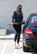 Миша Бартон, фото 10521. Mischa Barton - shopping and at a car wash in California 02/23/12, foto 10521