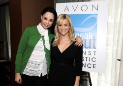 Риз Уизерспун, фото 4899. Reese Witherspoon - 2012 Avon Communications Awards, Feb 28, foto 4899