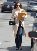 Натали Портман, фото 5045. Natalie Portman leaves friend after lunch at a local eatery in Los Angeles,Feb29, foto 5045