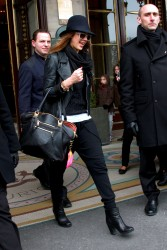 Джессика Альба, фото 25401. Jessica Alba leaving Hotel Meurice in Paris, march 3, foto 25401