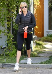 Риз Уизерспун, фото 4922. Reese Witherspoon - leaves a friend's house in Brentwood, March 7, foto 4922