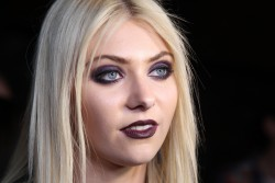 0f89bb179710152 Taylor Momsen   Launch Party for Abbey Dawn By Avril Lavigne (March 13) x39